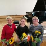 Lina (viduryje) ir jos mokytojos (iš kairės) Virginija Ruzgienė ir Virginija Saudargienė